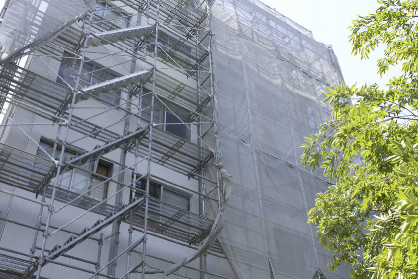 大規模修繕中のマンション
